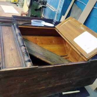 Реставрация соснового антикварного буфета