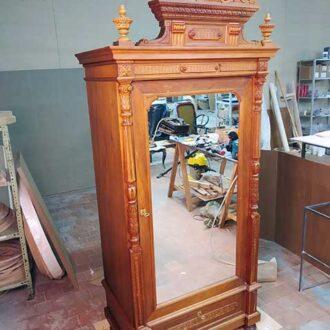 Старинный дубовый платяной шкаф