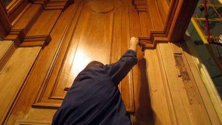 Реставрация дверей порталов