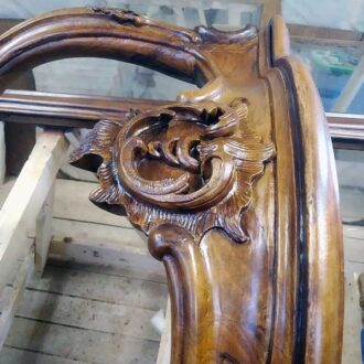 Стол ореховой рамы для зеркала